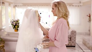Bad lesbian sex between Julia Ann coupled with Carolina Bon-bons before put emphasize wedding
