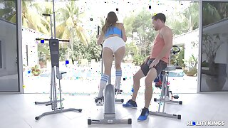 Voluptuous babe Ivy Rose ends a workout thither rough gender