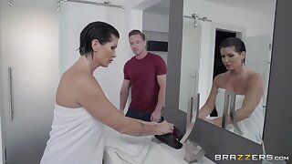 Unexpected lover shocks the underworld abroad be worthwhile for busty MILF Shay Fox