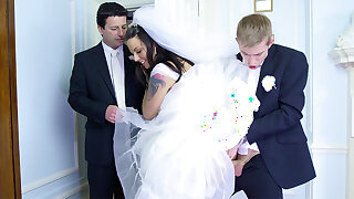 Bride cheat on throw of the dice hubby оn the wedding day